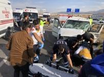 Konya'da İki Kamyonet Çarpıştı Açıklaması 8 Yaralı
