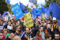 THE GUARDIAN - Brexit Karşıtı Yüz Binlerce Kişi Sokağa Döküldü
