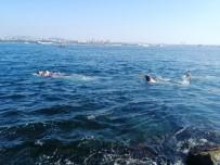 SARAYBURNU - Güneşi Gören Vatandaşlar Sarayburnu'nda Deniz Girdi