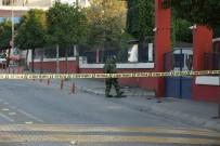 BOMBA İMHA UZMANI - Aydın'da Askeri Bina Önünde Bomba Paniği