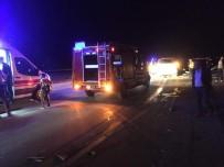 Otomobil İle Minibüs Çarpıştı Açıklaması 2 Ölü, 11 Yaralı