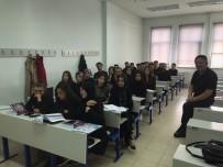 Öğrenciler Kazada Ölen Arkadaşları İçin Siyah Giyindi