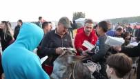 GEZİCİ KÜTÜPHANE - Belediye Başkanı Kamp Kurup Eşekle Kitap Dağıttı