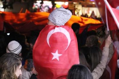 Bolu'da Binlerce Kişi Türk Bayraklarıyla Yürüdü