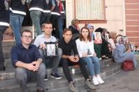 İBRAHİM TORAMAN - Konya Selçuk Üniversitesi Öğrencilerinden HDP Önündeki Ailelere Destek Ziyareti