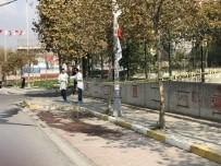 AVCILAR BELEDİYESİ - Asılan Bayrakları İndirmek İçin Vince Çıkan İşçinin Acı Sonu