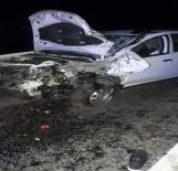 Otomobil İle Motosiklet Kafa Kafaya Çarpıştı Açıklaması 2 Ölü, 1 Yaralı
