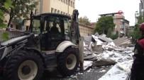 KÜÇÜKYALı - Araçların Üzerine Devrilen Okul Çatısının Enkazı Kaldırıldı