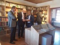 ATAOL BEHRAMOĞLU - TOSYÖV Başkanı Ataol Behramoğlu Kitaplığını Ziyaret Etti