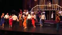 AHMET NECDET SEZER - 'Lüküs Hayat' Devlet Tiyatroları Sahnesinde Seyirciyle Buluştu