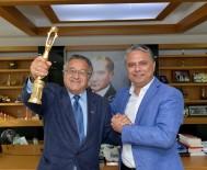 ADANA ALTıN KOZA - Ödül Sevincini Başkan Uysal'la Paylaştı