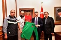 AMPUTE MİLLİ TAKIMI - Ampute Futbol Takımı Vali Baruş'u Ziyaret Etti