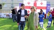 GÜNEY OSETYA - TİKA, Savaş Mağduru Çocuklar İçin Futbol Sahası Yeniledi