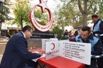 BÜLENT ÖZ - Başkan Öz Ve Belediye Personelinden Kızılay Haftasında Anlamlı Bağış