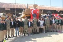 ALAY KOMUTANLIĞI - Mehmetçik, İran Sınırındaki Öğrencileri Misafir Etti