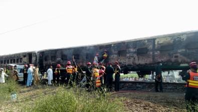 Pakistan'daki Tren Yangınında Kimlik Belirleme Çalışmaları Sürüyor