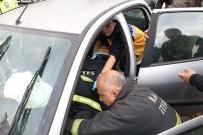FATIH YıLMAZ - Karşı Şeride Geçen Otomobil Hafif Ticari Araçla Çarpıştı Açıklaması 3 Yaralı