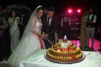 DÜĞÜN TÖRENİ - Düğünde Pasta Yerine Çiğ Köfte Kestiler