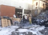 SARMAŞıK - Küçükçekmece'de Korkutan Fabrika Yangını