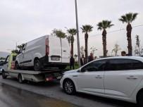 CEMAL GÜRSEL - Devrilen Minibüsten Şans Eseri Yaralanmadan Çıktılar