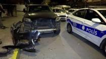 AZİZ SANCAR - İstanbul'da Polisten Kaçan Otomobil Devrildi Açıklaması 2 Yaralı