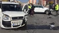 BEKIR YıLDıZ - Kayseri'de Trafik Kazası Açıklaması 4 Yaralı