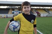 Futbol Oynamak İstediğini Bakana Mektupla Yazdı, Hayali Gerçek Oldu