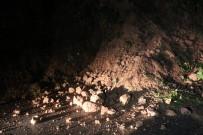 PAZARKÖY - Rize'de Heyelan Nedeniyle Yol Trafiğe Kapandı