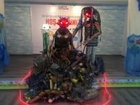 HAKEM HEYETİ - Geri Dönüşümden Topladıkları Atıklarla Robot Yaparak Rekor Kırdılar