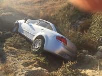 Manisa'da Otomobil Şarampole Yuvarlandı Açıklaması 2 Yaralı