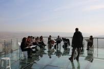 KARATEKIN ÜNIVERSITESI - 24 Kasım Öğretmenler Günü İçin Başöğretmeni Resmettiler