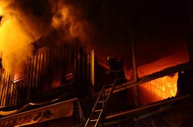 Adana'da İki İş Yerinde Çıkan Yangın Paniğe Sebep Oldu
