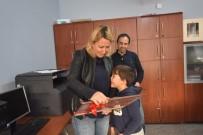 Öğretmen Anneye 7 Yaşındaki Oğlundan Duygulandıran Hediye
