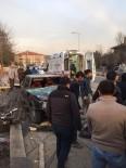 İNŞAAT İŞÇİLERİ - Yoldan Çıkan Otomobil İnşaat İşçilerine Çarptı Açıklaması 2 Yaralı