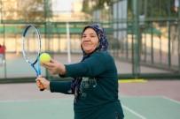 HÜLYA AVŞAR - Torosların Tenisçi Durdu Teyzesine Hülya Avşar'dan Davet Geldi