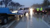 ALANYURT - Bursa'da Yağmurla Gelen Kazada 5 Kişi Yaralandı