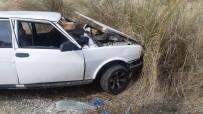 Otomobil Toprak Zemine Çarptı Açıklaması 3 Yaralı