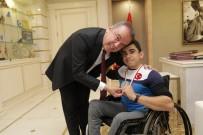 İSMAIL KORKMAZ - Şampiyon Haltercilerden Başkan Böcek'e Ziyaret