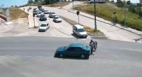 Işık İhlali Yaptığı İddia Edilen Araç, Motosiklete Çarptı