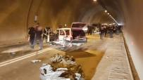 Tünelde Üç Araç Birbirine Girdi Açıklaması 4 Yaralı