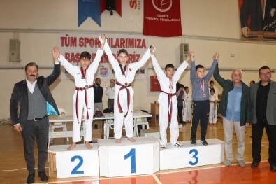 Bayramiç'te Taekwondo Şampiyonasına Büyük İlgi