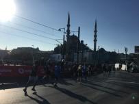 SARAYBURNU - Vodafone 41. İstanbul Maratonu'na Katılan Sporcular, Tarihi Yarımadadan Geçti