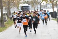 ÖĞRETMENLER GÜNÜ - Küçükçekmece'de Genç Atletler Yarıştı