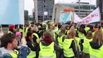 ROTTERDAM - Hollanda'da Binlerce Öğretmen Greve Gitti