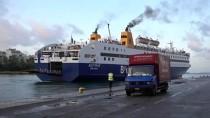 SAKIZ ADASI - Yunanistan'da Adalardaki Düzensiz Göçmenlerin Ana Karaya Taşınması Devam Ediyor