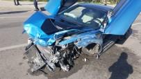 LÜKS OTOMOBİL - Bariyerlere Çarpan Lüks Otomobil Hurdaya Döndü