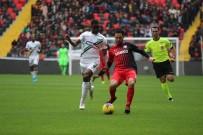 İSMAIL ŞENCAN - Süper Lig Açıklaması Gaziantep FK Açıklaması 0 - Denizlispor Açıklaması 0 (İlk Yarı)