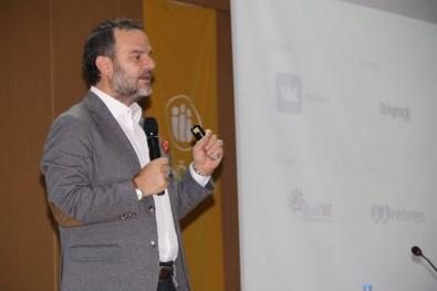 'Dijital Devrim Ve Yeni Medya Düzeni' Konferansı Düzenlendi