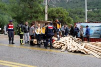 ÖLÜDENİZ - Kontrolden Çıkan Traktör Devrildi Açıklaması 1 Ölü, 1 Yaralı