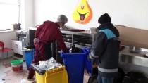 ERÇEK GÖLÜ - Van'da Artık Yemekler Sokak Hayvanlarına Ulaştırılıyor